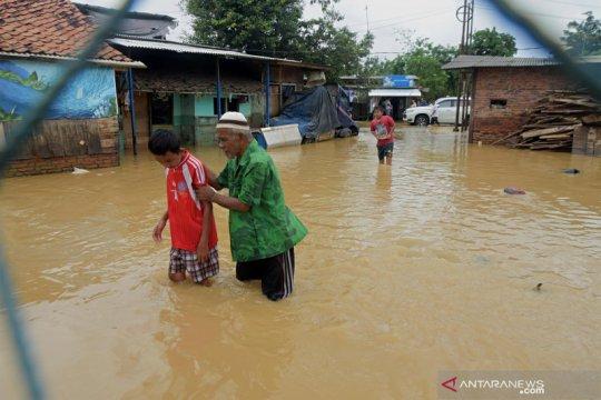 Banjir Kabupaten Bekasi meluas rendam pemukiman warga