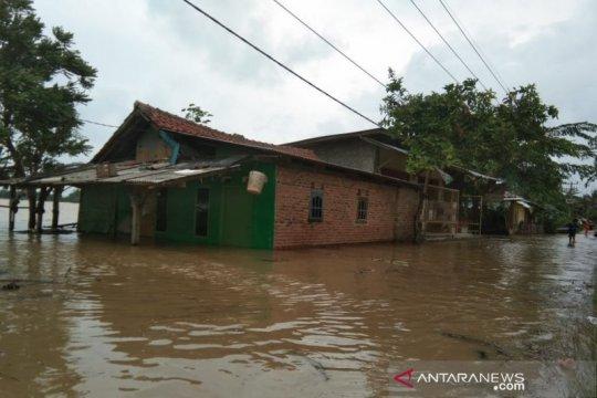 Banjir meluas 14 kecamatan di Karawang