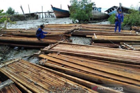 Polda Riau sita 20 ton kayu pembalakan liar