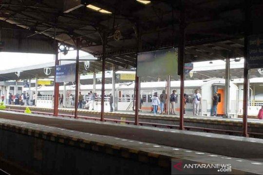 Imbas banjir Jakarta, perjalanan kereta Daop Cirebon terlambat