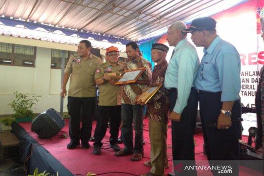 Kemensos beri penghargaan kepada Sudarwanto dan Sudiro