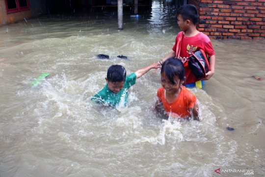 Sebagian sekolah di Karawang liburkan siswa akibat banjir