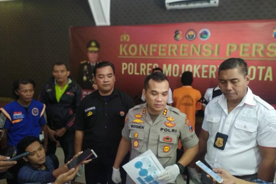 Polisi tangkap kakak adik pelaku pembunuhan siswa SD di Mojokerto