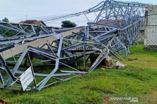 Tiang SUTT di Sumedang roboh, PLN pastikan listrik tidak terganggu