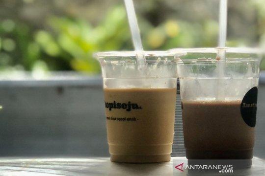 Pelaku usaha kopi berupaya tekan penggunaan wadah plastik