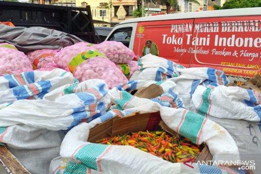 Meski banjir, Kementan tetap gelar pasar murah cabai dan bawang putih
