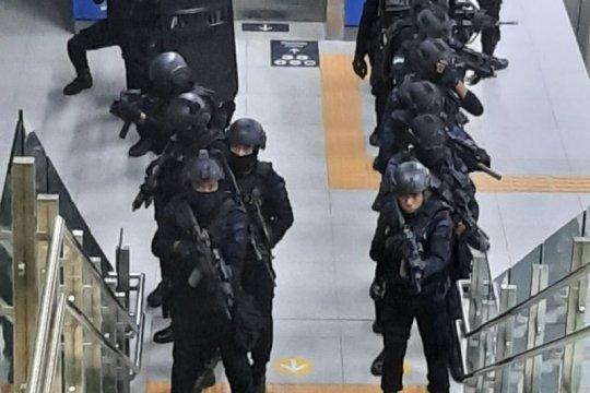 Stasiun MRT Lebak Bulus disisir Pasukan Wanteror Gegana Polri