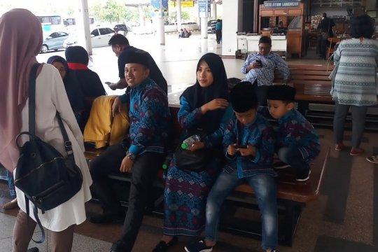 Biro perjalanan Sidoarjo belum terima informasi resmi pembatasan umrah