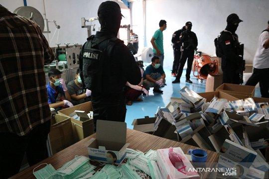 Polda Metro gerebek pabrik masker ilegal di Cilincing