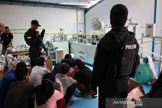 Pabrik masker ilegal di Cilincing datangkan mesin dan bahan dari China