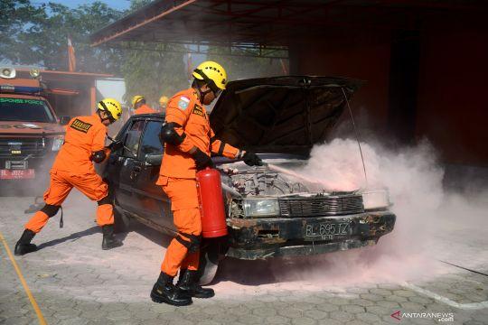 Latihan penyelamatan korban kecelakaan lalu lintas