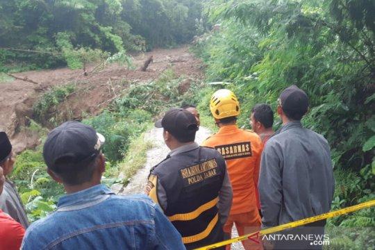 SAR gabungan masih cari korban tertimbun longsor di Tasikmalaya
