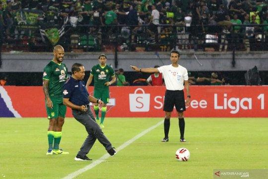 Liga Indonesia : Corona dan dagelan sepak bola kita