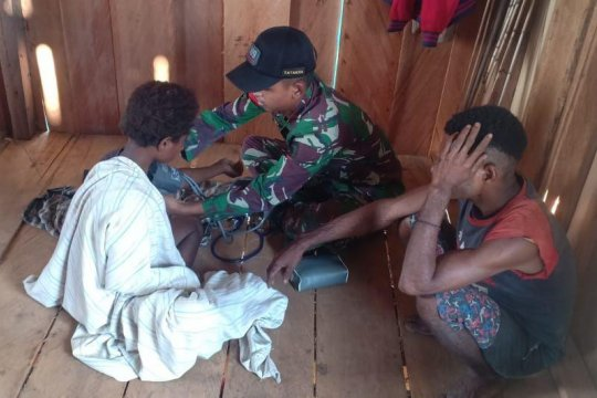 Patroli kesehatan digelar TNI di Kampung Tatakra perbatasan RI-PNG