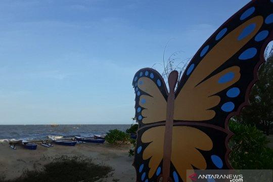 Meski telah dibuka kembali, wisata pantai ini tetap sepi pengunjung