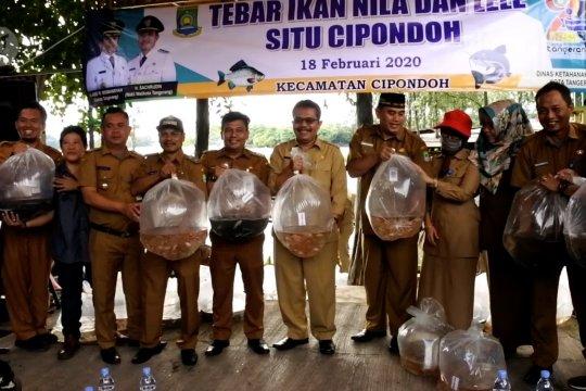 Disketapang sebar 5.000 benih ikan di Danau Cipondoh