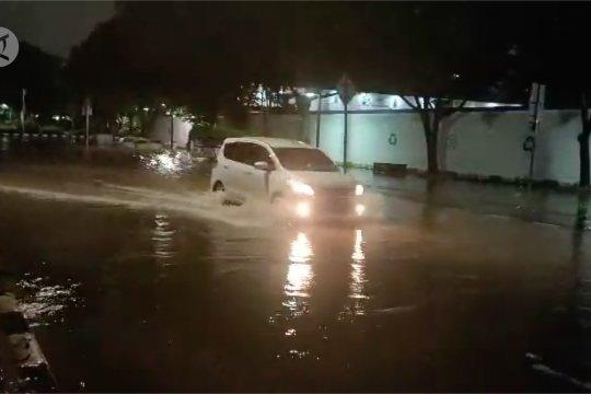 Hujan lebat, sejumlah jalan di Jakarta Pusat Tergenang