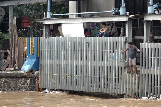 Ketinggian air berangsur surut di Pintu Air Manggarai