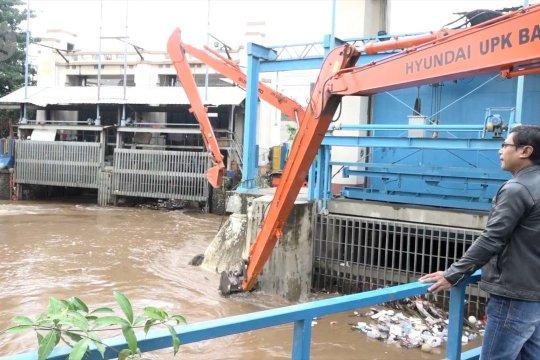 Tinggi Pintu air Manggarai mengalami penurunan