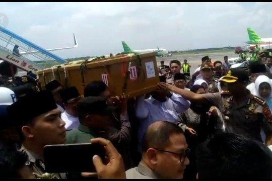 Pejabat Forkopimda Jatim sambut kedatangan jenazah Gus Sholah