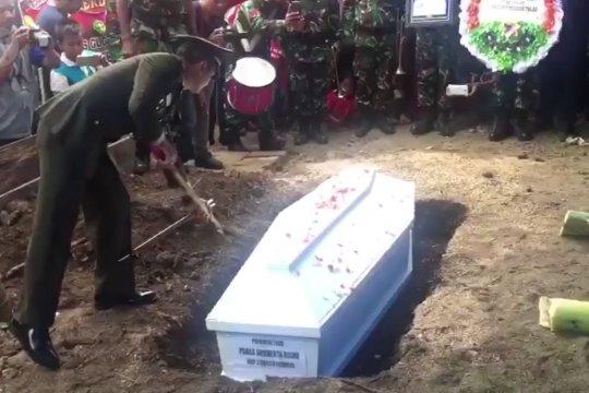 Korban Heli Mi-17 dari Buton Utara dimakamkan