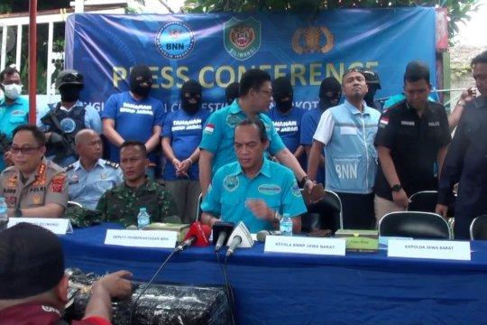 Lima orang ditetapkan sebagai tersangka tekait pabrik narkoba di Bandung