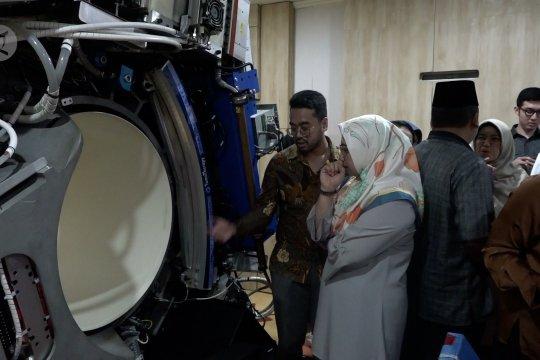 Ini dia mesin terapi kanker satu-satunya di Indonesia seharga Rp90M yang terendam banjir