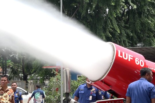 Robot LUF60 untuk operasi penyelamatan di jalur MRT dan LRT