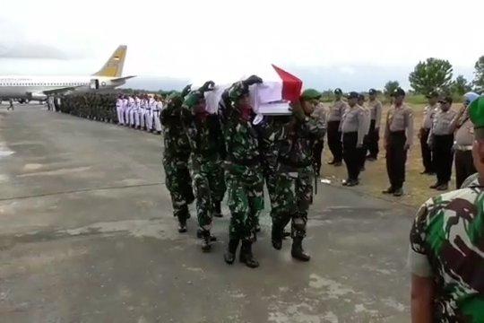 Jenazah Sertu Anumerta Ikrar Nainggolan tiba di Sorong