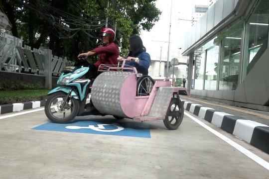 Tersedia parkir khusus disabilitas di Stasiun MRT Lebak Bulus