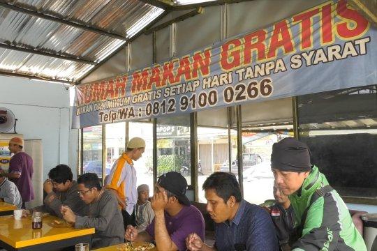 Berbagi lewat Rumah Makan Gratis