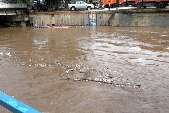 Ada kiriman air Katulampa, pintu air Manggarai diprediksi siaga 3