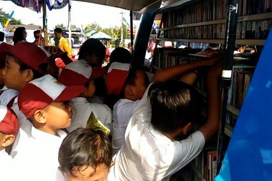 Meningkatkan minat baca masyarakat dengan Perpustakaan Desa