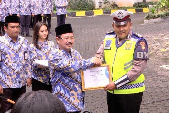 Ombudsman beri penghargaan ke polisi yang menggendong penderita jantung