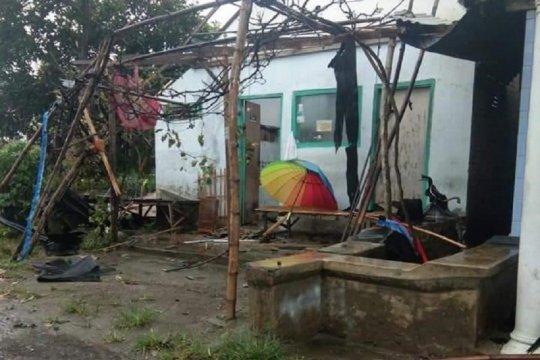 Puluhan rumah di Kabupaten Kediri rusak diterjang angin kencang