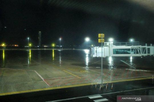 Bandara Kertajati diguyur hujan ringan jelang evakuasi WNI dari Jepang