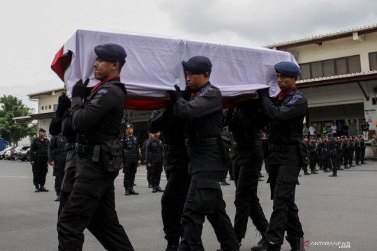 Wakil Gubernur Jawa Timur lepas jenazah Bharatu Doni Priyanto