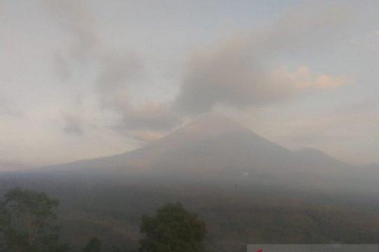 Gunung Semeru luncurkan tujuh kali guguran lava pijar