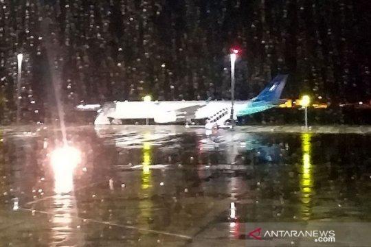 Pesawat membawa WNI ABK Diamond Princess mendarat di Bandara Kertajati