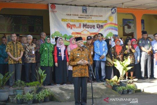 Bupati Sleman pimpin upacara Deklarasi Ayo Move On SMPN 1 Turi