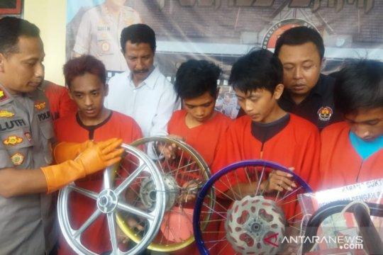 Polres Sampang tangkap komplotan pembobol toko
