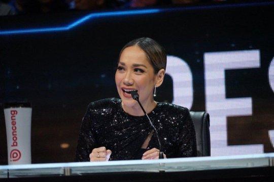 """BCL kembali jadi juri """"Indonesian Idol X"""" setelah absen pekan lalu"""