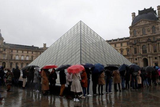 Warga masih sering keluar rumah, Prancis akui kesulitan tahan COVID-19