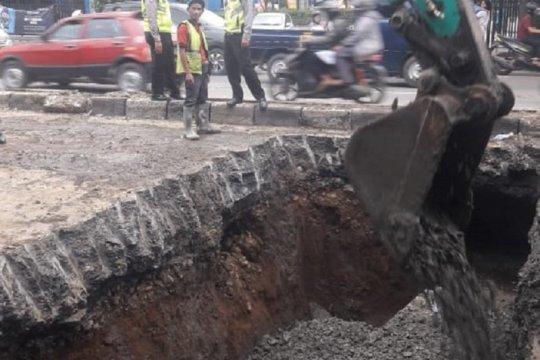 Dishub tutup jalan Daan Mogot arah Tangerang terkait amblas jalan