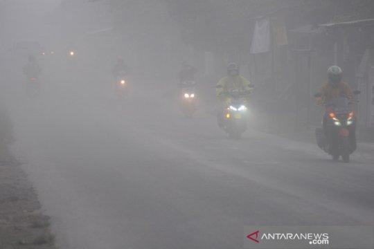 Bandara Adi Sumarmo ditutup sementara, empat penerbangan batal