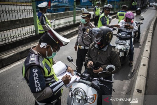 Penindakan pelanggar jalur bus TansJakarta