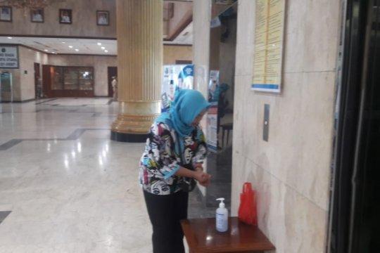 Kantor Walikota Jakut sediakan cairan antiseptik antisipasi corona