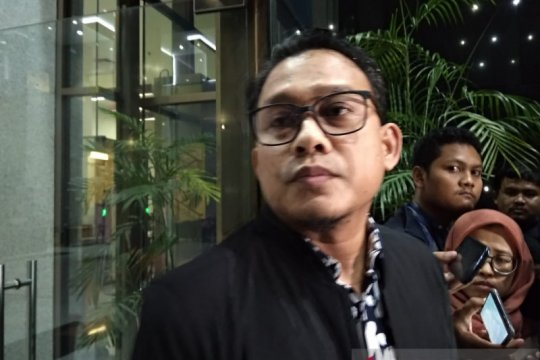 Adik ipar mantan Sekretaris MA Nurhadi dicecar soal aliran uang