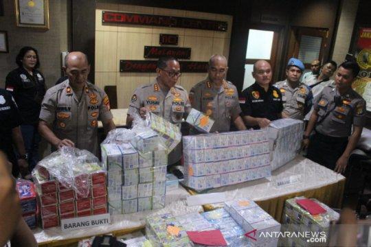 Polisi kenakan wajib lapor mahasiswi penimbun masker di Tanjung Duren