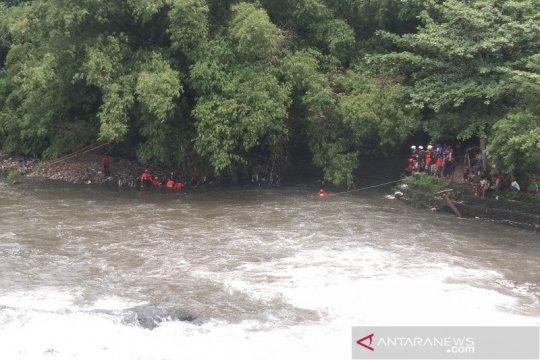 Tim SAR gabungan cari warga diduga hanyut di tempuran Sungai Opak-Code